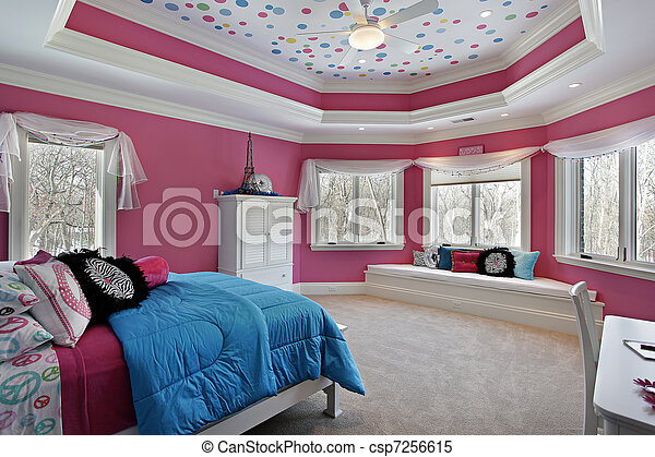 Girl\'s bedroom with pink walls