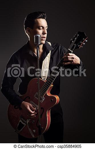 gitarre spieler - csp35884905