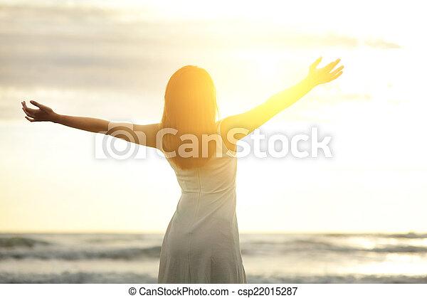 glimlachen, vrouw, kosteloos, vrolijke  - csp22015287