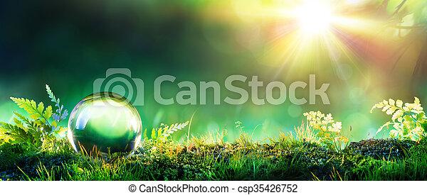 Globo verde de cristal en musgo - csp35426752