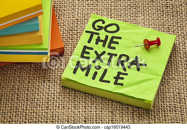 go the extra mile - csp16019443