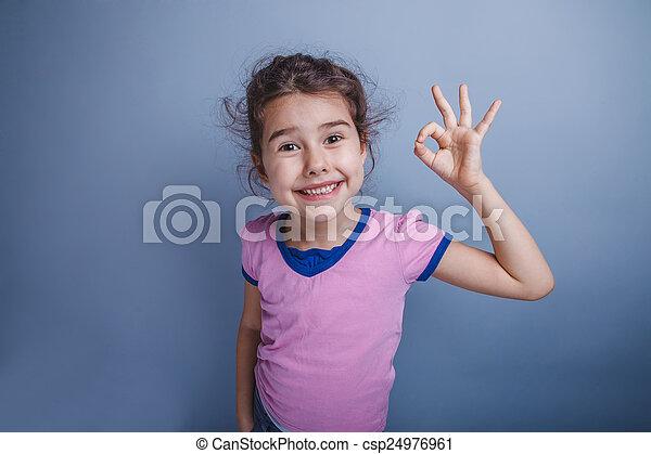 godke, viser, 6, tilsynekomst, oppe, o, år, tommelfingre, barn, pige, europæisk - csp24976961