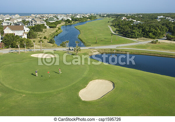 Campo de golf costero. - csp1595726