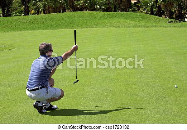 Golfer en el green - csp1723132