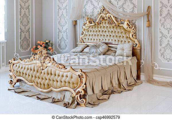 Gouden, licht, groot, classieke, dubbel, koninklijk, bed,... stock ...