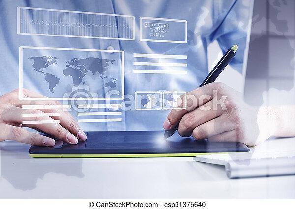 Diseñador gráfico en el trabajo - csp31375640