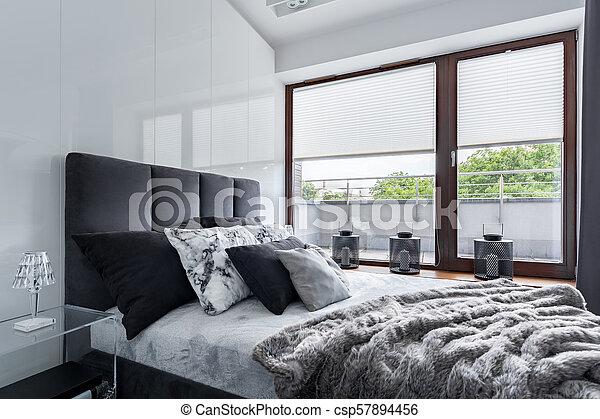 Grand Lit Chambre A Coucher Moderne Mur Grand Lustre Lit