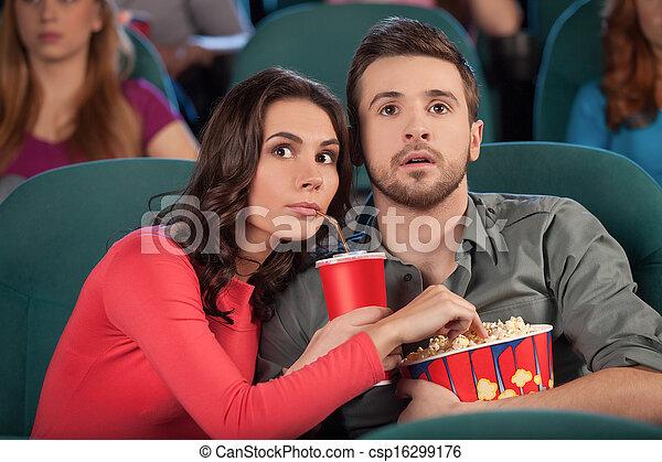 grand, movie!, manger, film regardant, couple, cinéma, jeune, quoique, soude, pop-corn, boire - csp16299176