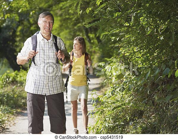 grandaughter, holz, wandern, großvater - csp5431519