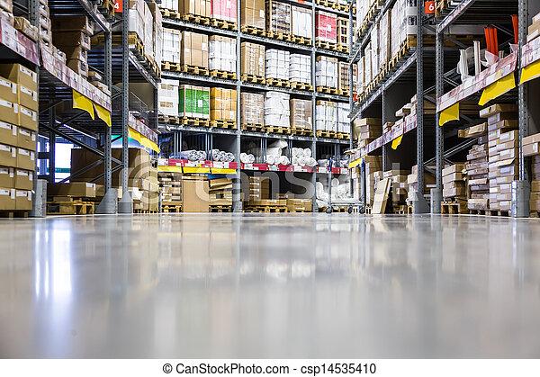 Un gran almacén de muebles - csp14535410