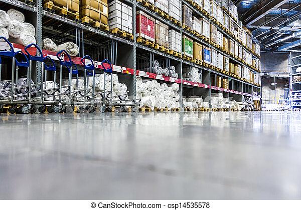 Un gran almacén de muebles - csp14535578