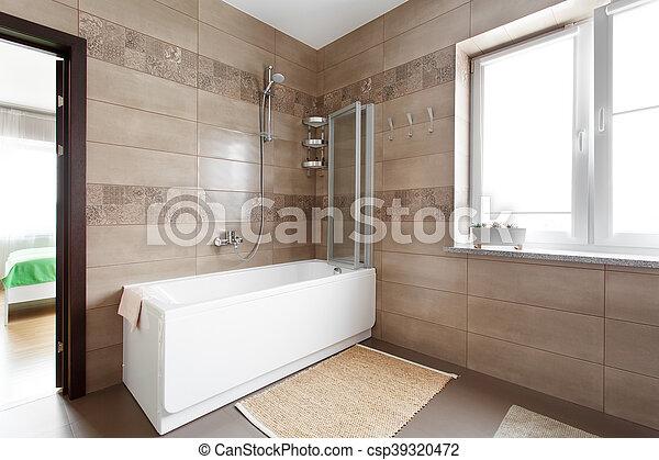 grande, blanco, bañera, cuarto de baño