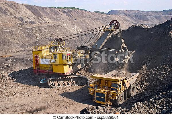 grande, camión minero, amarillo - csp5829561