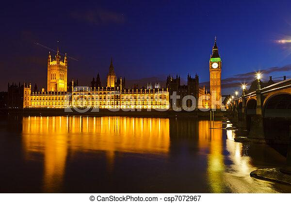 Big Ben y casas del Parlamento por la noche - csp7072967