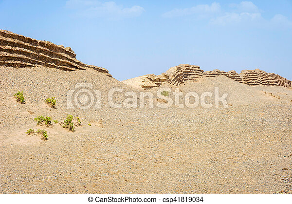 Gran muralla china en Dunhuang, desierto gobi - csp41819034