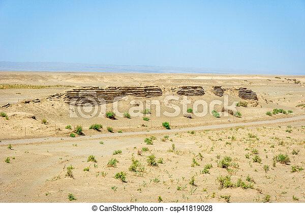 Gran muralla china en Dunhuang, desierto gobi - csp41819028