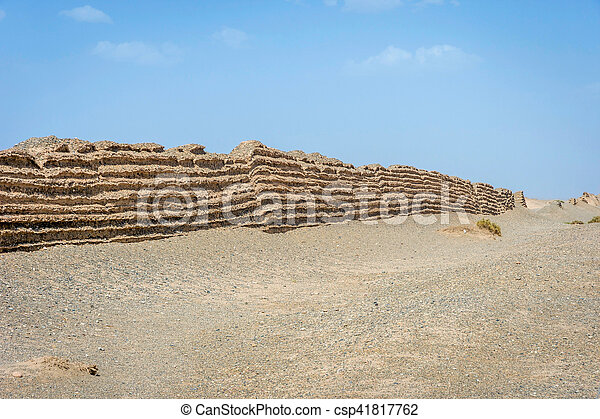 Gran muralla china en Dunhuang, desierto gobi - csp41817762