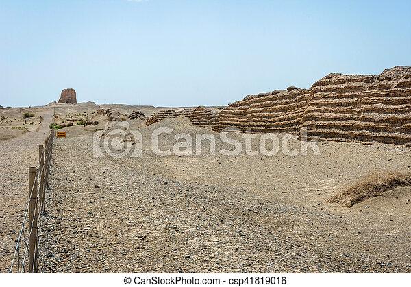 Gran muralla china en Dunhuang, desierto gobi - csp41819016