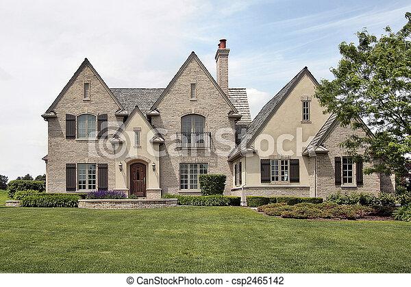 Una gran casa suburbana - csp2465142