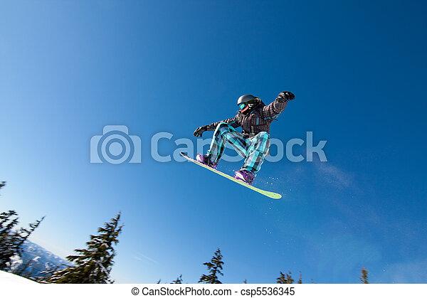 grande, presas, macho, snowboarder, ar. - csp5536345