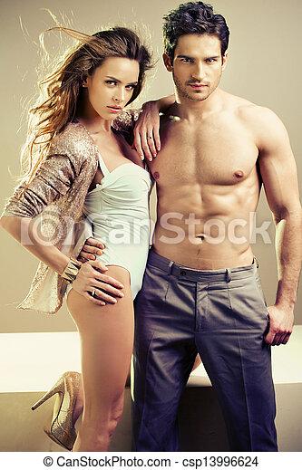 grande, seu, muscular, abraçando, namorada, homem - csp13996624