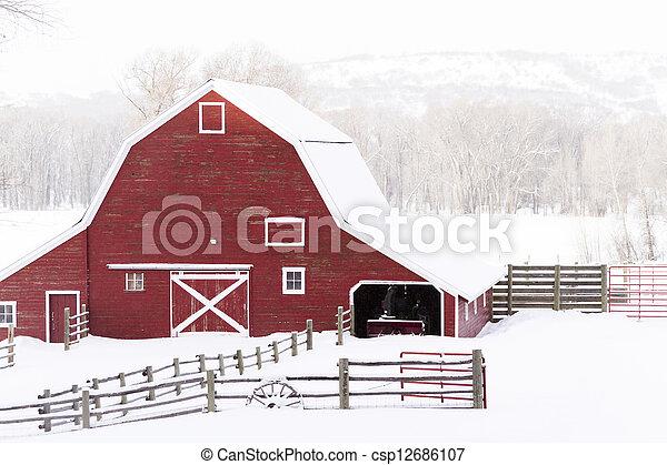 Granero rojo Imagenes Stock Photo. 8.826 Granero rojo retratos y ...