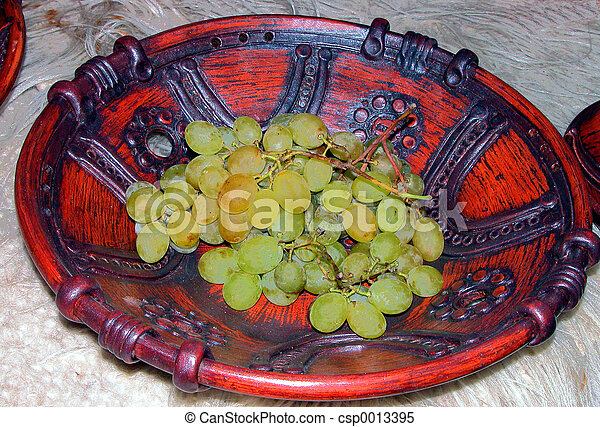 Grapes on plate - csp0013395