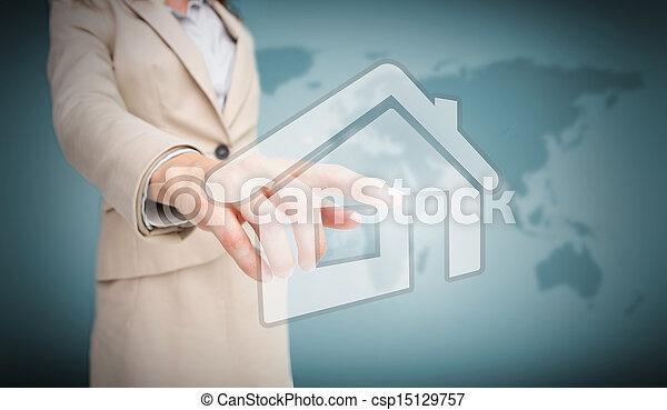 Mujer de negocios tocando el gráfico de la casa - csp15129757