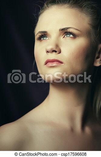 graverende, kvinde, unge - csp17596608