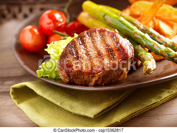 Grilled Beef Steak Meat with Vegetables - csp15362817