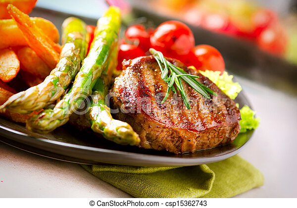 Grilled Beef Steak Meat with Vegetables - csp15362743