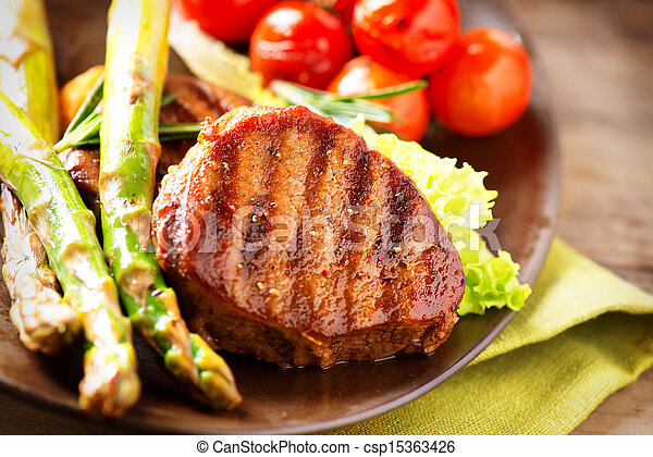 Grilled Beef Steak Meat with Vegetables - csp15363426