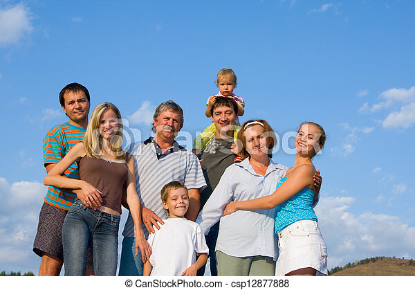 Glückliche große Familie - csp12877888