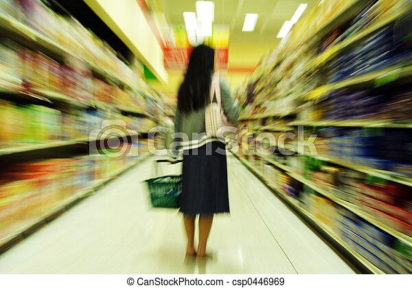 grocery boodschapend doend - csp0446969