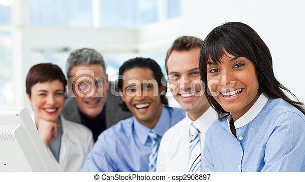 groep, zakelijk, het tonen, fototoestel, verscheidenheid, het glimlachen - csp2908897