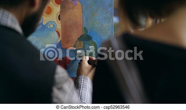 grondbeginselen, kunst, kunstenaar, het tonen, bekwaam, back, jonge, studio, onderwijs, meisje, het schilderen van de mens, aanzicht - csp52963546