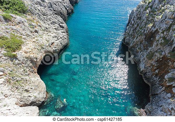 Apulien, Leuca, Grotte von Ciolo - ein Mann schwimmen in Grotte ciolo - csp61427185