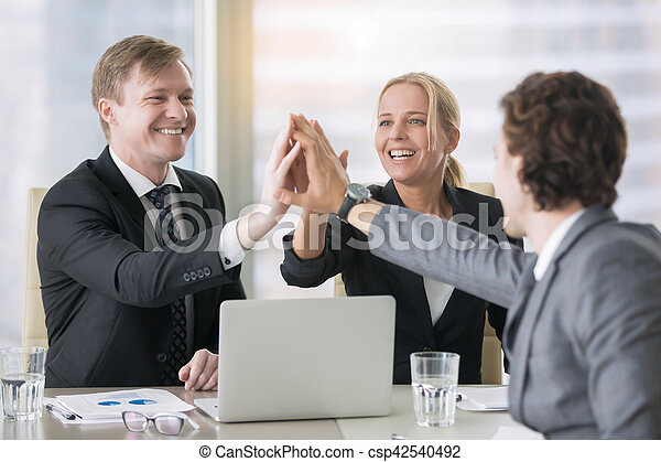 groupe, dirigeants, business, donner, haut cinq - csp42540492