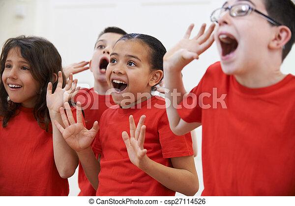 grupa razem, dzieci, dramat, cieszący się, klasa - csp27114526