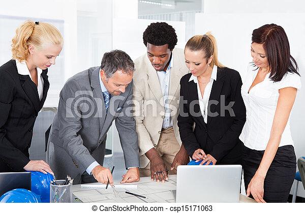 grupo, discutir, businesspeople, junto - csp15171063