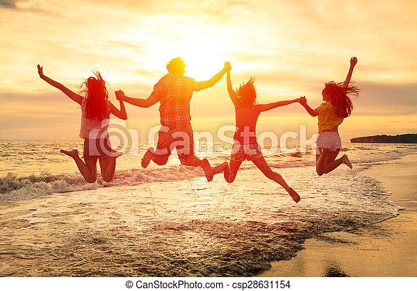 grupo, pessoas, jovem, pular, praia, feliz - csp28631154