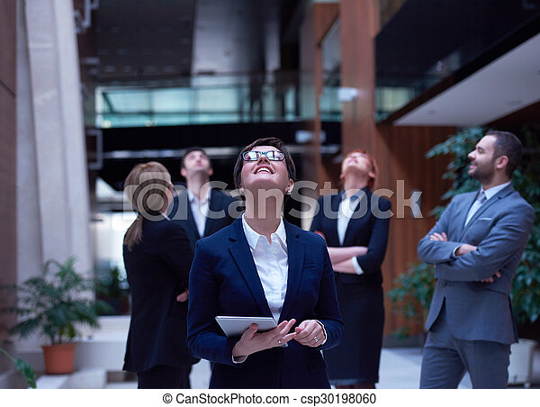 Geschäftsmannsgruppe im Büro - csp30198060