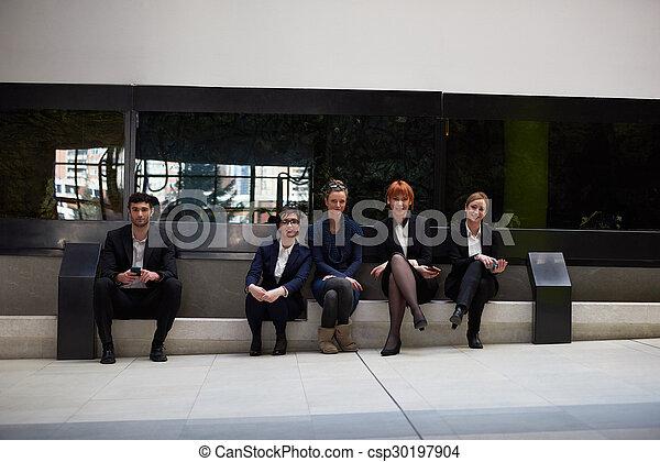Geschäftsmannsgruppe im Büro - csp30197904