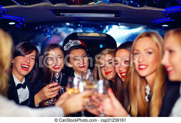 gruppe, limousine, elegant, frauen, klirren, party, henne, glücklich, brille - csp31239161
