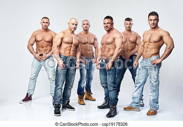 gruppe, sechs, junger, muskulös, textilfreie , posierend, nasse, sexy, hübsch, mann - csp19178326