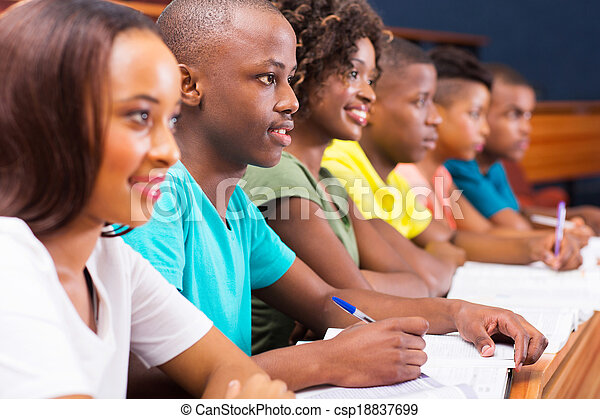 Eine Gruppe junger afroamerikanischer Studenten - csp18837699