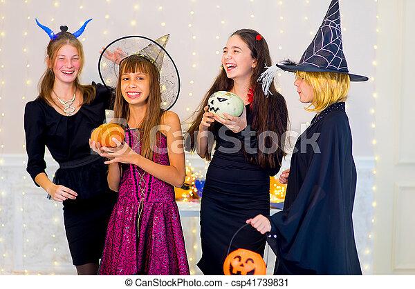 Halloween Gruppo.Gruppe Tanz Halloween Teenager Kostume Glucklich
