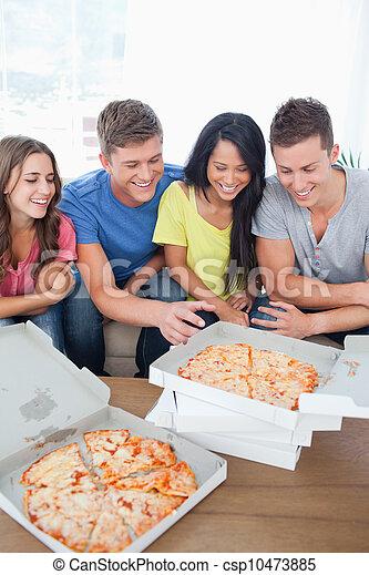 gruppo, intorno, raccolto, un po', ridere, amici, pizza - csp10473885