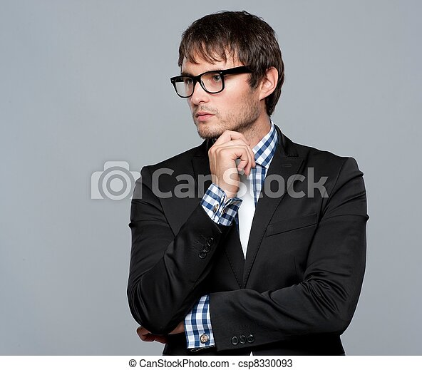 Hermoso joven con gafas - csp8330093
