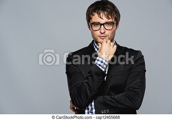 Hermoso joven con gafas - csp12455668